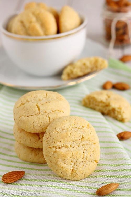 Biscotti di grano duro mascarpone e mandorle