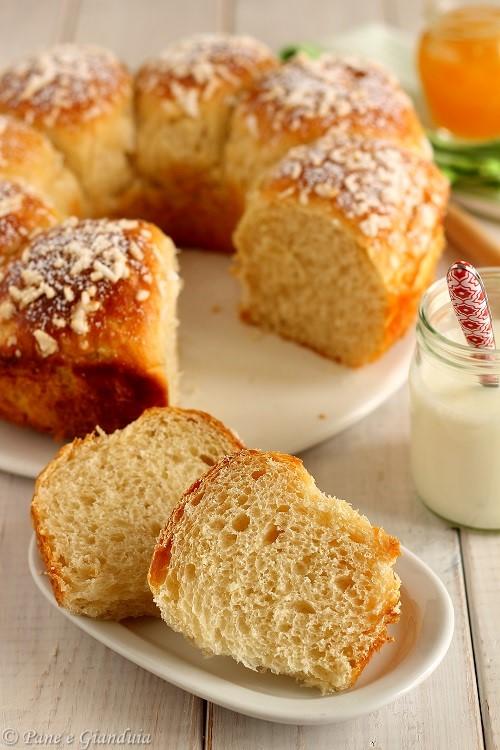 Brioche semi integrale con yogurt e miele