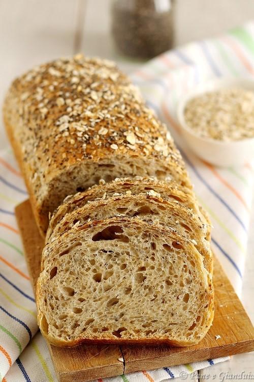 Pane con fiocchi di avena e semi di chia