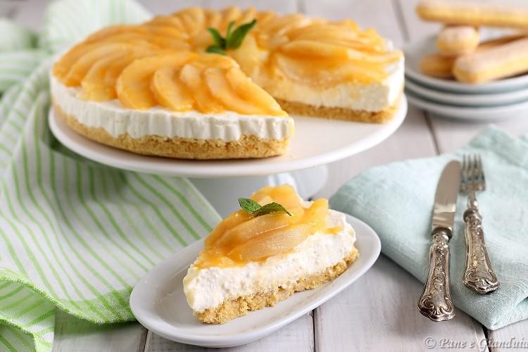 Cheesecake di ricotta con pere caramellate