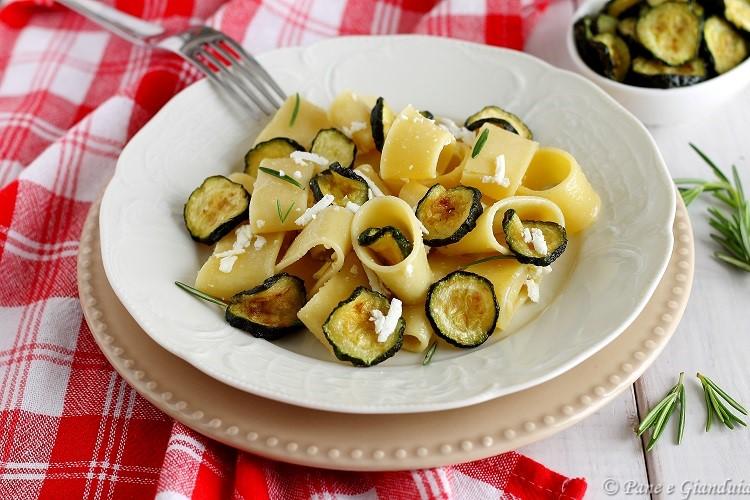 Calamarata con le zucchine fritte