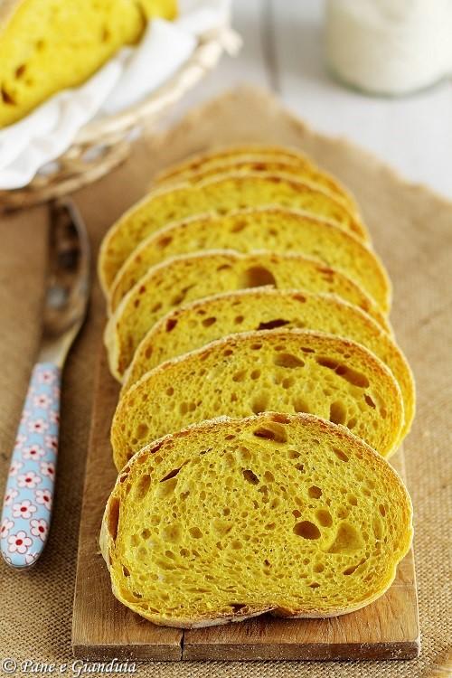 Pane con la curcuma