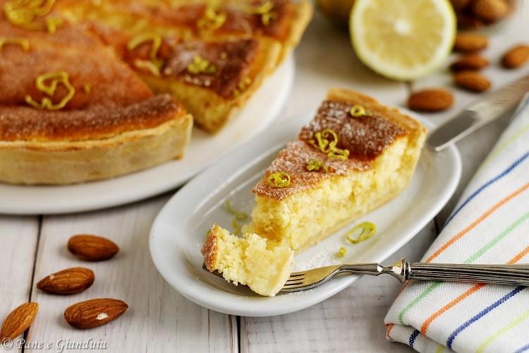 Torta spumosa di mandorle e limone