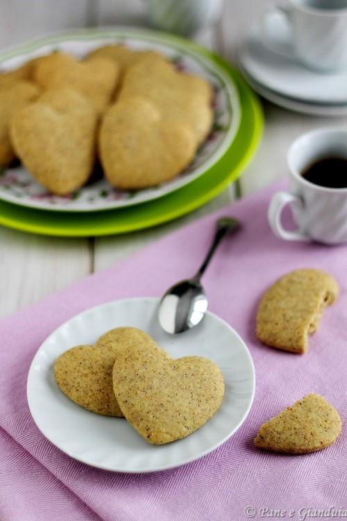 Biscotti con grano saraceno e cardamomo