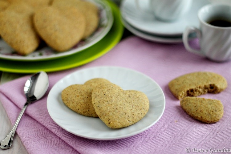 Biscotti grano saraceno e cardamomo