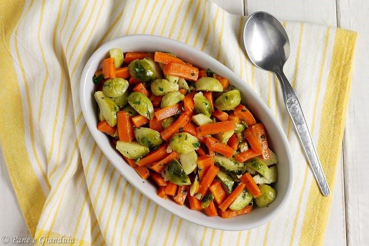 Cavoletti con carote in padella