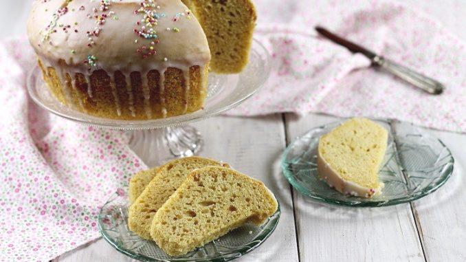 Torta al burro di arachidi e yogurt, o meglio, ciambella, dove si uniscono sofficità dei dolci da credenza e retrogusto di noccioline tostate