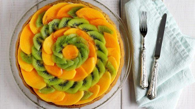 Torta californiana con frutta e mousse