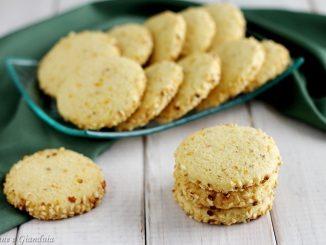 Biscotti agli agrumi e nocciola