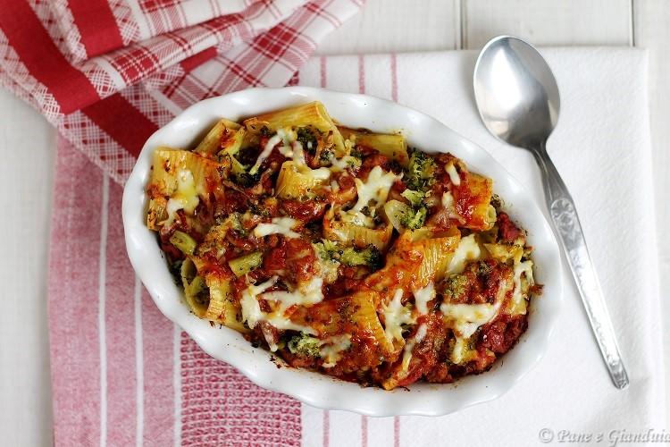Paccheri rigati con broccoli e salsiccia