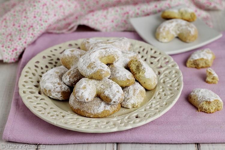 Kourabiedes biscottini greci alle mandorle
