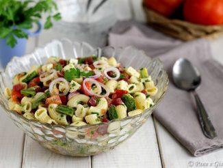 Pasta in insalata con zucchine e toma