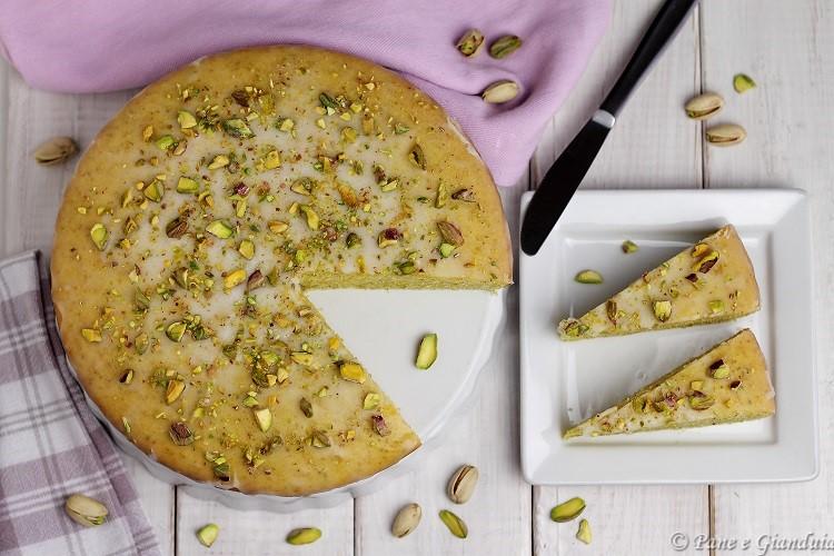 Torta con pistacchi e panna