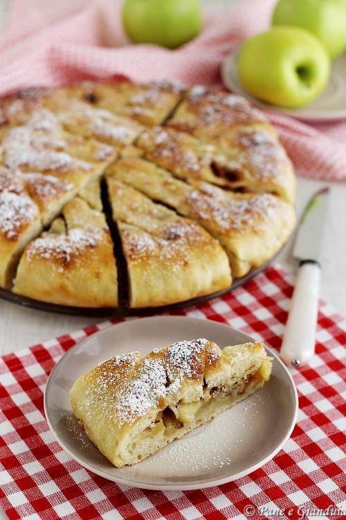 Focaccia con mele e marmellata